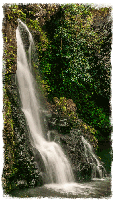Chelsea-Heller-Photography-Maui-Waterfall-edge